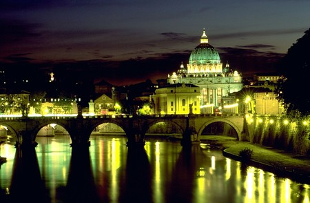 Angels Bridge and Basilica di San Pietro (view at night) © Andreas Tille/WikiCommons