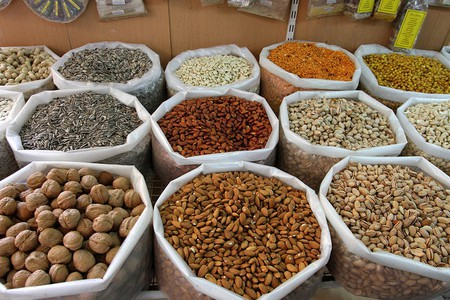 Nuts at Nizwa souq © Marco Zanferrari/Flickr