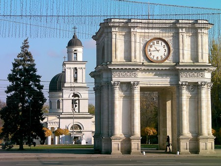 Arc de Triomphe, Chişinău |© Tony Bowden/Flickr