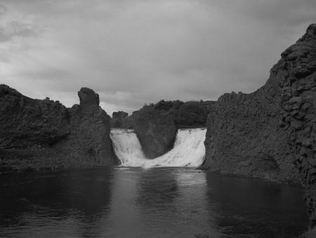 MAGNET, 2009/2010 -  black and white photograph, 100 x 130 cm | © Alena Kotzmannova