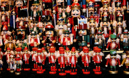 Multicolor Nutcraker army- traditional toys on Christmas market | ©Tiberiu Stan/Shutterstock