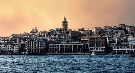 Istanbul at dusk   © egsavethedate/Pixabay