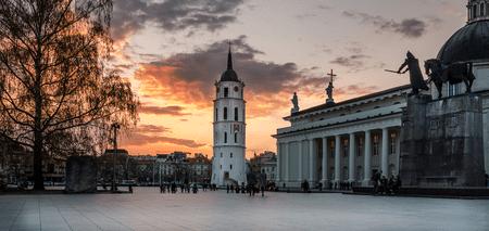 Cathedral Square and Vilnius Cathedral |© Mantas Volungevicius/Flickr