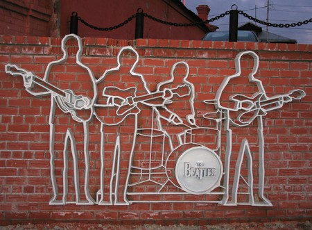 Monument to the Beatles | © yachmenev/ Wikipedia Commons