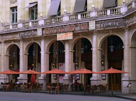 https://commons.wikimedia.org/wiki/File%3AP1190871_Paris_IX_theatre_Edouard_VII_rwk.jpg