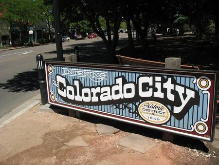 Entering Old Colorado City © teofilo/Flickr