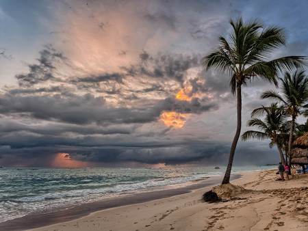 Sunrise storm coming   ©Joe deSousa/Flickr