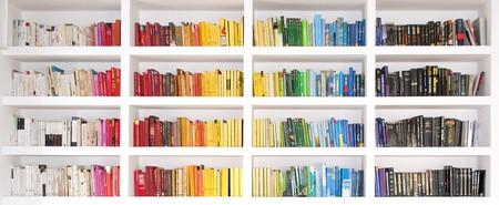 Bookshelf © Pietro Bellini/Flickr