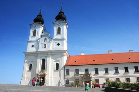 Abbey in Tihany/©Takkk/wikicommons