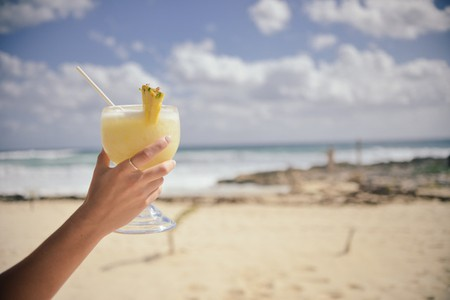 Cocktails on the beach © Ed Gregory/pexels