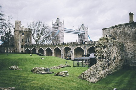 Tower Bridge from The Tower of London | © Gonzalo Díaz Fornaro / Flickr