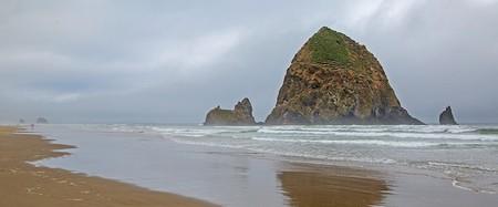 Haystack Rock | © Ralph Arvesen/Flickr