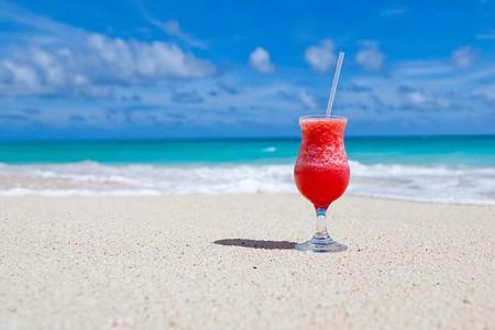 Cocktails on the beach © PublicDomainPictures/pixabay
