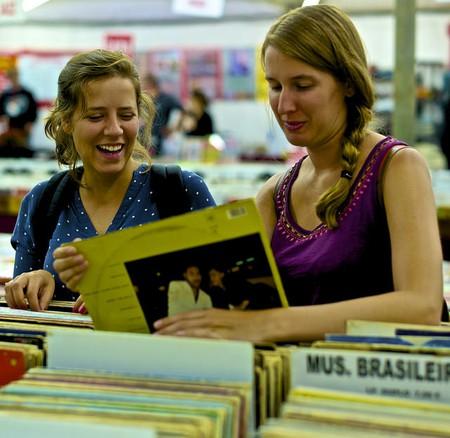 Choosing Vinyl music  © Pedro Ribeiro Simões/Flickr