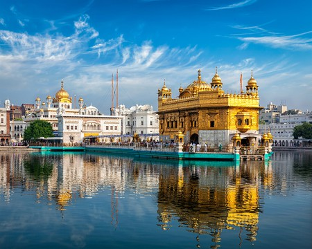 Sikh gurdwara Golden Temple (Harmandir Sahib). Amritsar, Punjab, India © f9photos / Shutterstock