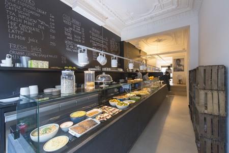 The healthy world buffet at EsKape | Courtesy of EsKape