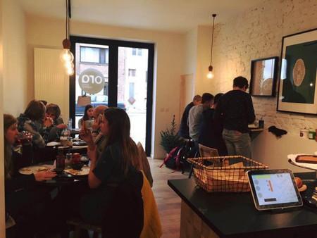 A busy coffee bar Ora | © Ora