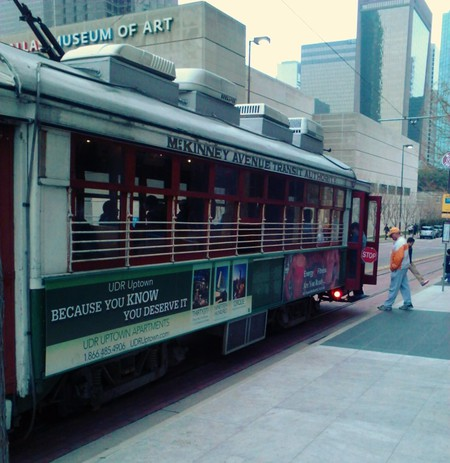McKinney Trolley in Front of DMA | © M. Watson
