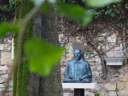 Shakespeare's statue, Juliet's tomb | Courtesy of Ester Bonadonna