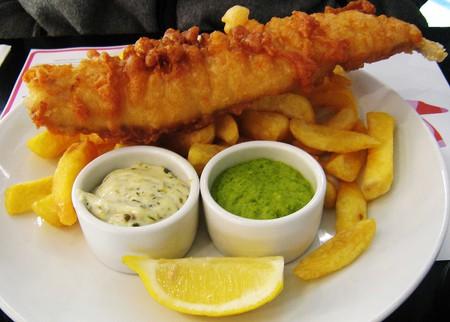 Fish, chips and mushy peas | © Charles Haynes/WikiCommons