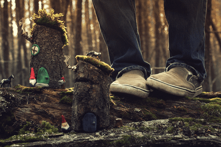 Bench Monday - The Gnome Village | © Joel Robison