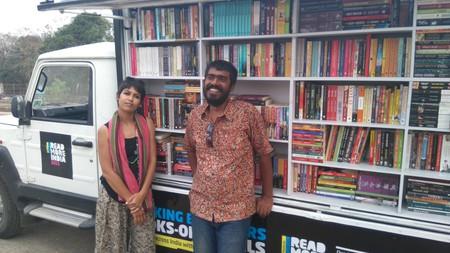 (L to R) Shatabdi and Akshaya; the people behind the walking bookshop | © Prabuddha Jagadeb