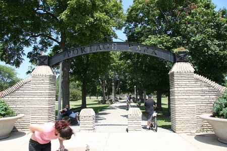 Entrance to Portage Park | © Orestek/Wikicommons