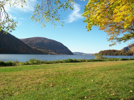 Fall Foliage in Cold Spring, NY - 09 | © dwciii/Flickr