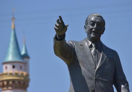 Walt Disney statue at Disneyland © Neon Tommy/ Flickr