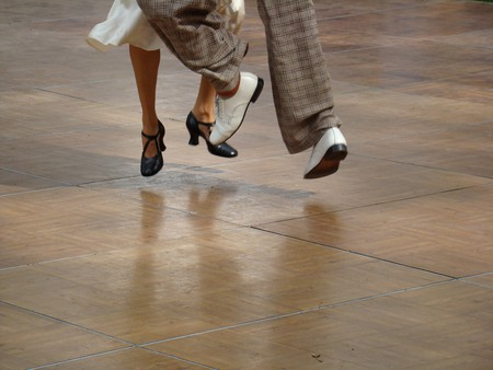 dancing on air| © istolethetv/flickr