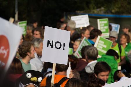 Protesters © niekverlaan/Pixabay