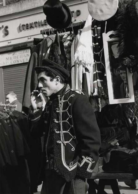 Petticoat Lane from Sixties London | © Dorothy Bohm / Jewish Museum