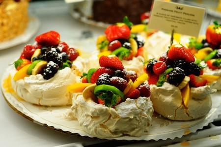 Fruit topped cakes © Kimberly Vardeman/Flickr