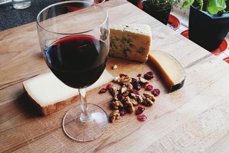 Wine & Cheese © Vanessa Lollipop/Flickr