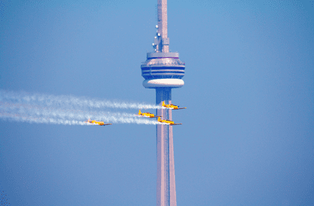 Air show and CN Tower September 2012   © Florin Chelaru/Wikicommons