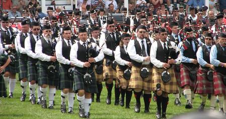 Massed bands playing at the Glengarry Highland Games | © Gordon E. Robertson / WikiCommons