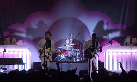 Metronomy playing at the Fonda Theatre in Hollywood (2014) | © Junkyardsparkle/WikiCommons