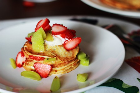 Pancakes with fresh fruit | © Japanexperterna / WikiCommons