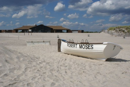 Robert Moses Field 4 Deserted Beach   © Anthony22/WikiCommons