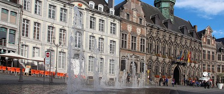 Mons' Grand Place with 15th century City Hall | © Jean-Pol GRANDMONT/WikiCommons