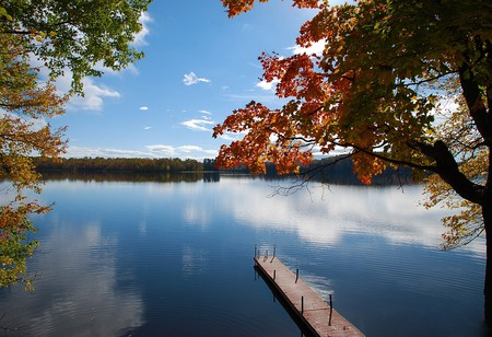 A typical lake scene in Muskoka Lakes | © Bbadgett/WikiCommons