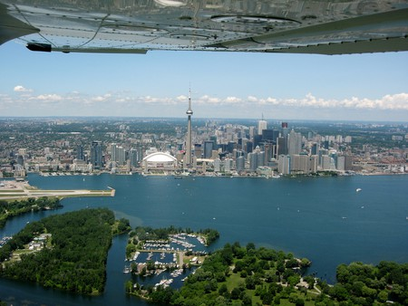 Toronto from airplane 2010 | © Ryan Stubbs/WikiCommons