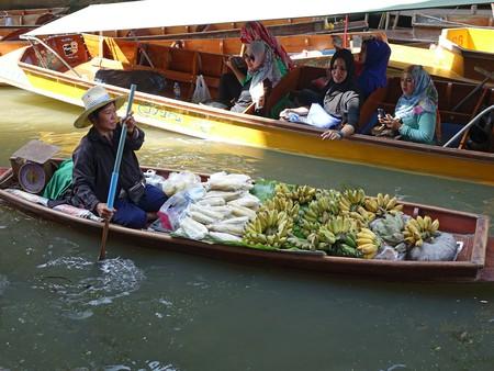 Damnoen Saduak Floating Market/Courtesy of Pixabay