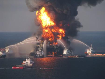 Deepwater Horizon explosion on the Gulf coast of Mexico| © United States Coast Guard/WikiCommons