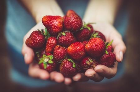 Strawberries © Artur Rutkowski/Unsplash