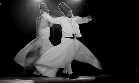 Dervish performing at Ruhaniyat │© Ajaiberwal/WikiCommons
