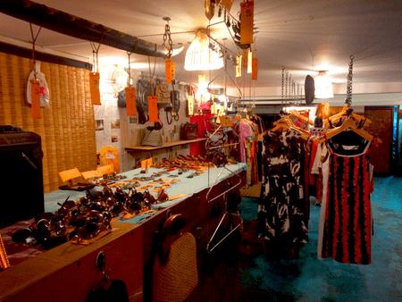 Vintage Clothing Store, Phnom Penh   © Anilakeo/WikiCommons