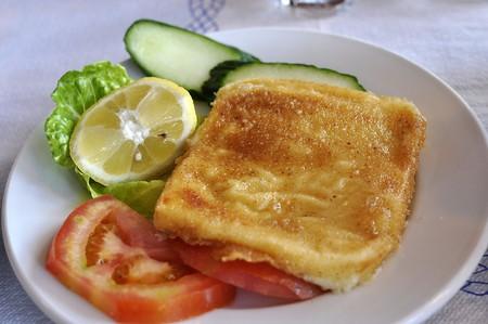 Horiatiki salad, or traditional Greek salad |  © Björn Larsson/WikiCommons