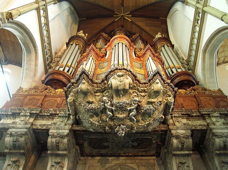 Inside de Oude Kerk   © BetacommandBot / WikiCommons