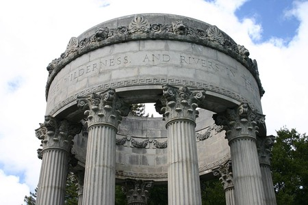 Pulgas Water Temple © Leslieakf/Wikipedia
